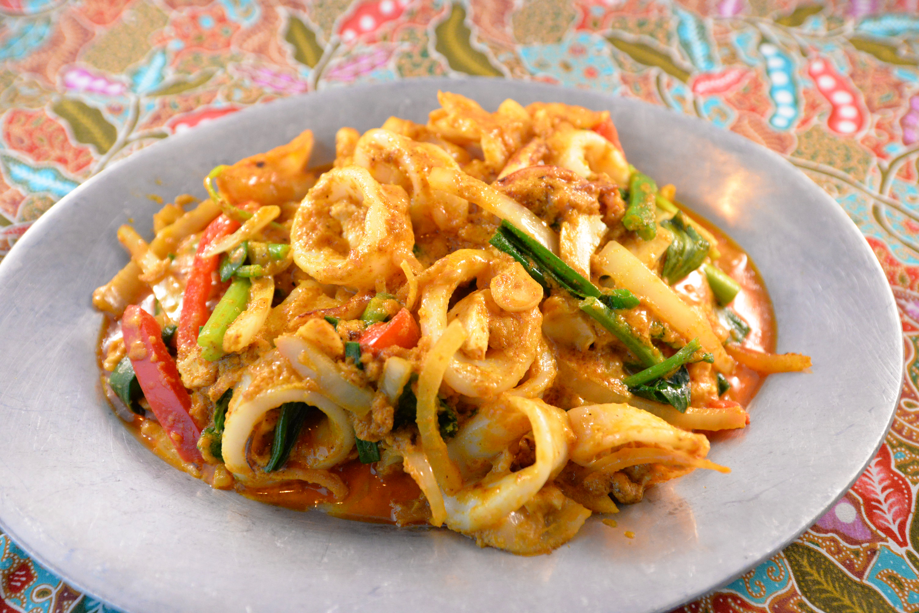 melonyzz - 10 Must-try Thai Dishes - Stir fried squid with salted duck eggs